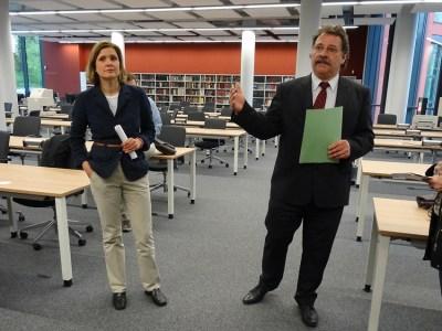 Pressesprecherin Dr. Kathrin Pilger und Landesarchiv-Präsident Dr. Frank M. BIschoff bei der Begrüßung im Lesesaal. Foto: Petra Grünendahl.