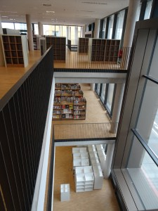Die Stadtbibliothek Duisburg zieht um: Einblicke und Ausblicke im neuen Stadtfenster. Foto: Petra Grünendahl.