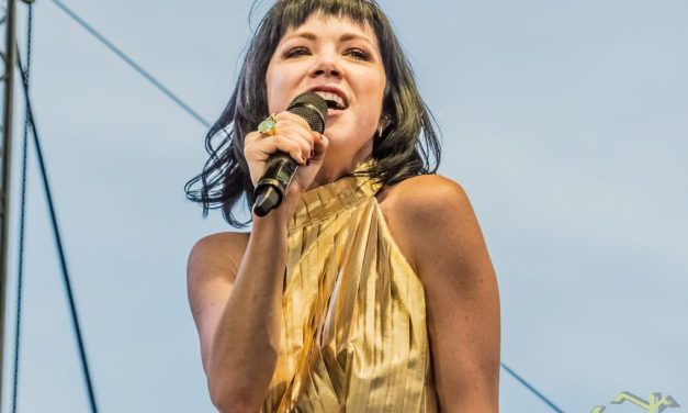 CARLY RAE JEPSEN REVIEW