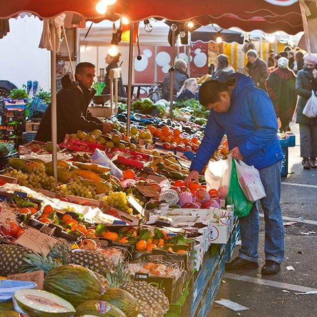 Place du Châtelain Market