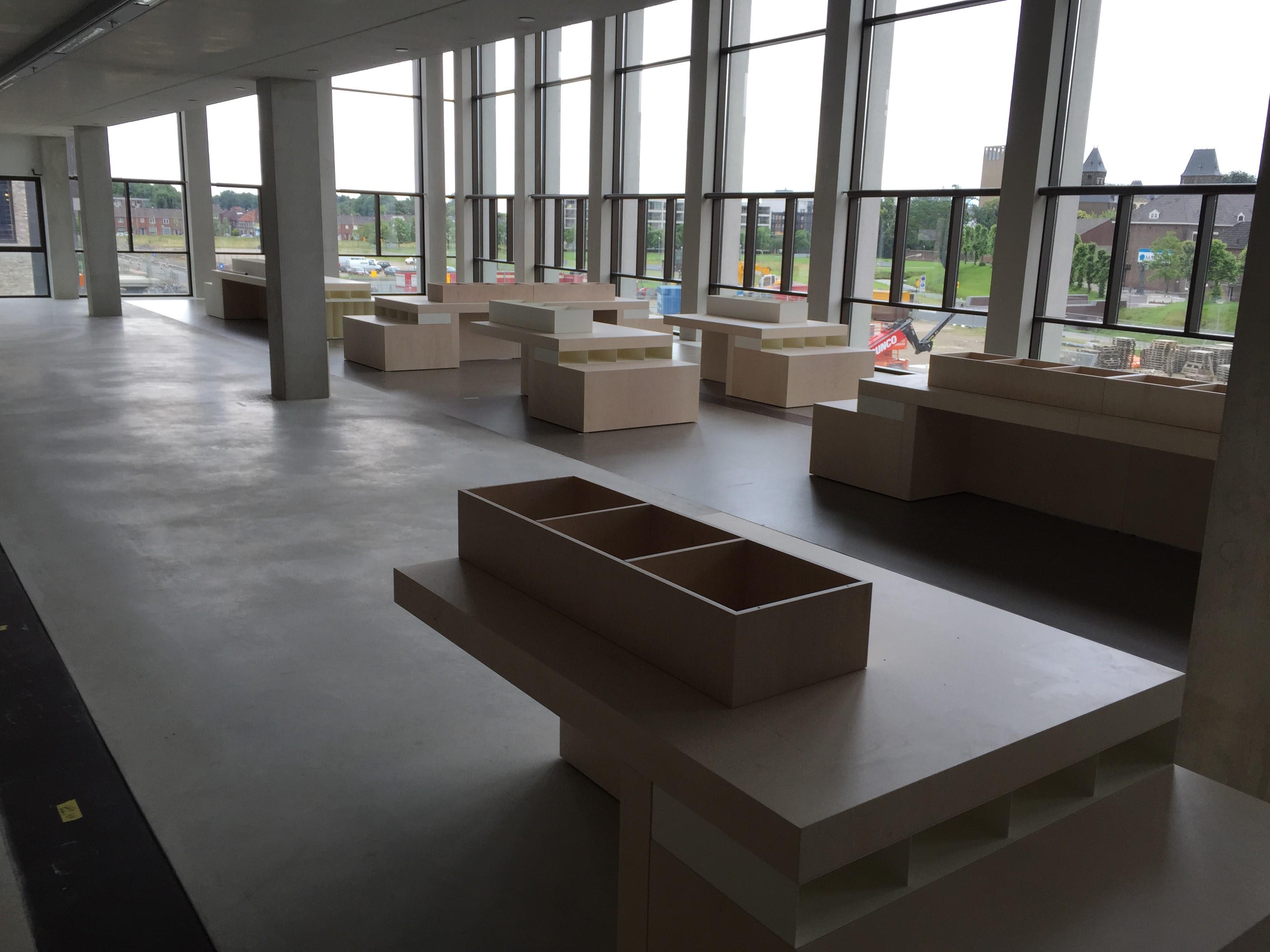 displaytafels 1 - Bibliotheek Ligne Sittard