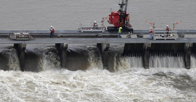 FILE - Workers open bays of the Bonnet Carre Spillway, to divert rising water from the Mississippi River to Lake Pontchartrain, upriver from New Orleans, in Norco, La., May 10, 2019.