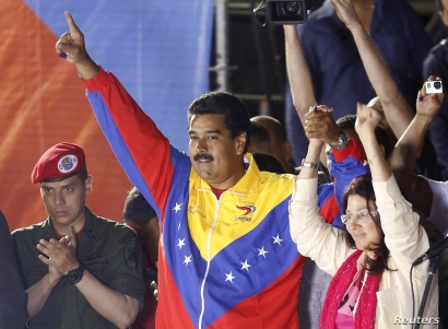 Venezuelan presidential candidate Nicolas Maduro and his wife Cilia Flores celebrate after the official results gave him a victory in the balloting, Caracas, April 14, 2013.