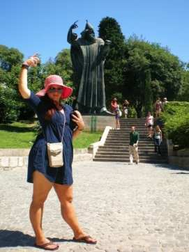 It's fun to take goofy pictures with revered statues of other countries (Split, Croatia). Boom, roasted.