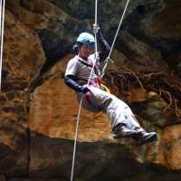 Me_rappelling_3-750x500