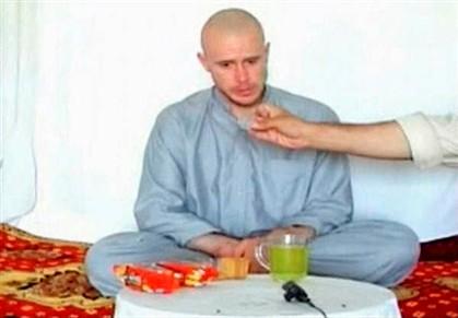 Imagem de um vídeo com o Bowe Bergdahl divulgado em julho de 2009
