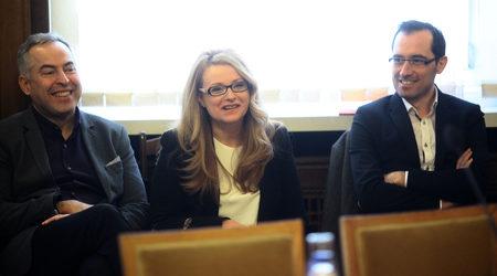 """Водещият на предаването на БНТ """"Панорама"""" Бойко Василев, изпълнителният директор на БНТ Вяра Анкова и шефът на отдел новини Даниел Чипев.</p><br /> <p>Снимката е архивна"""