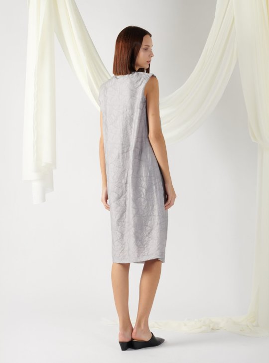 textured dress with front pleats in grey