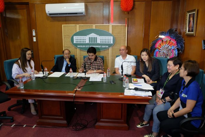 Bacolod City Mayor Evelio R. Leonardia, third from left, in a news conference at the government center with members of the Inter-Agency Task Force on the nCorona virus, from right - Dr. Grace Tan, Dr. Maria Carmela Gensoli, Councilor Cindy Rojas, and Vice Mayor El Cid Familiaran. | Photo by Banjo C. Hinolan