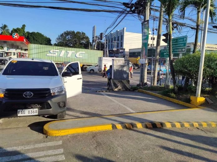 MURDER PAST HIGH NOON. The body of Police Officer 1 Eric Alcosaba lies on the roadside. He ran a few meters away from his parked vehicle in front of the McDonald's store along Carlos Hilado Highway. | Photos courtesy of BCPO.