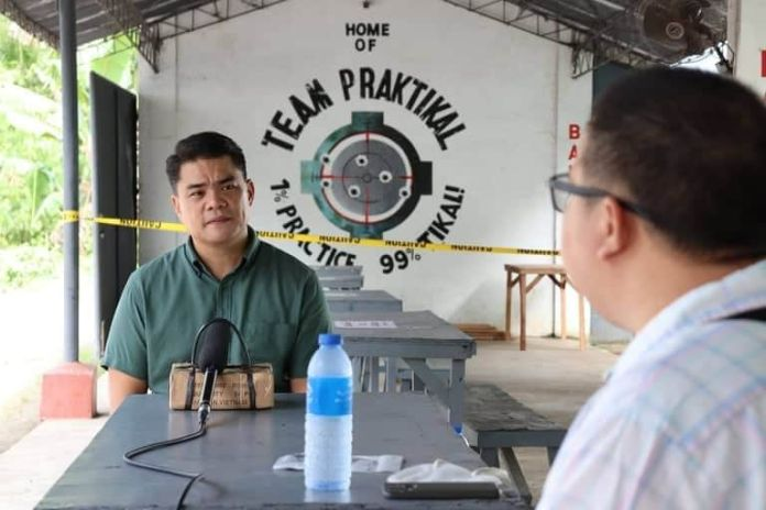 Al chairs the committee on police matters of the local council and thus knows the need for self-defense protection and defense. | Photo by Julius D. Mariveles