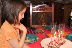 Goûter d'anniversaire: exactement le même gâteau qu'à Muri!