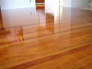 porcelanato liquido no piso de madeira