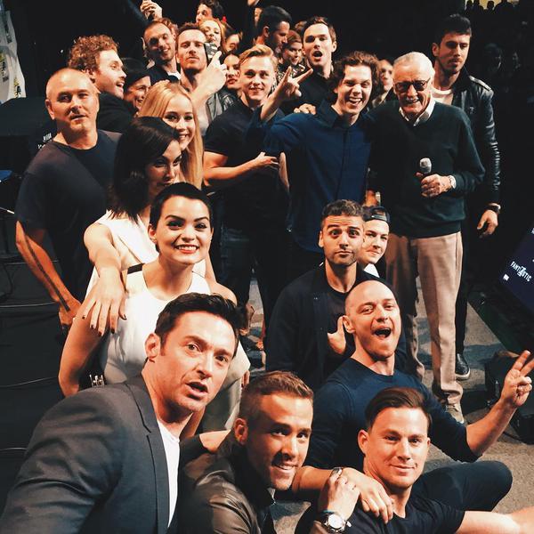 selfie super-héroïque XXL pris par Stan Lee : les X-Men + Wolverine + Gambit + Deadpool + les 4 Fantastiques sur la même photo ! Channi