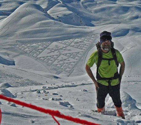 """Schnee-""""Kornkreis"""" -Kunst in den französischen Alpen von Simon Beck"""