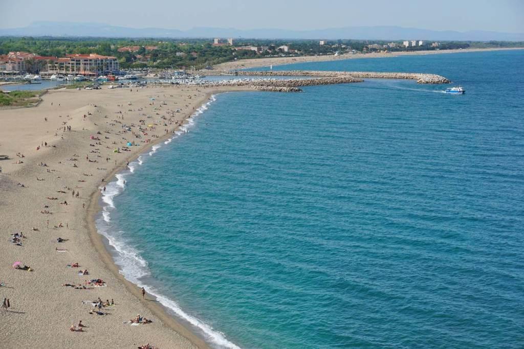et-si-vous-passiez-vos-vacances-en-famille-au-bord-de-l-une-des-plus-belles-plages-francaises-de-la-mediterranee