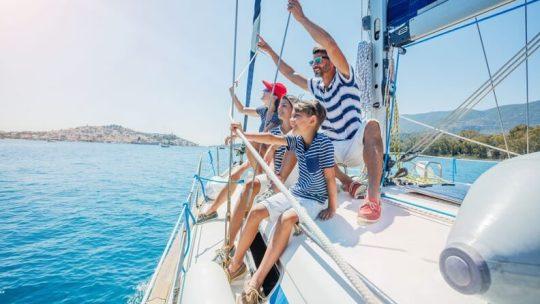 Avez-vous déjà pensé à des vacances à la voile ?