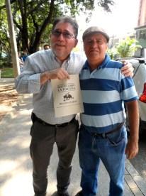 Uno de los políticos acompañado por reconocido ganadero en Caravana Antitaurina en Medellín