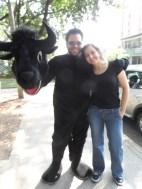 El Toro y su esposa en la Caravana Antitaurina en Medellín