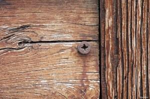 screw_in_wooden_wall_sjpg2299