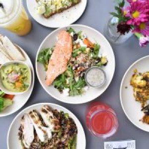 """Ce mâncăm și cum ne dozăm hrana ca să fim sănătoși. Nutriționist: """"O persoană obeză are rezerve cât să-i ajungă un an fără să mănânce nimic"""""""