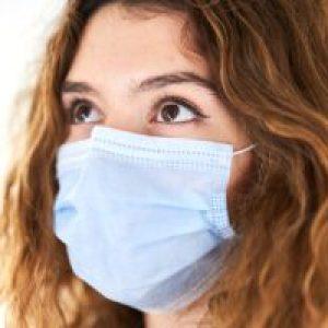 """Medic ATI: """"3 reguli care pot reduce transmiterea virusului"""". Certificatul verde nu """"scutește"""" persoanele vaccinate de infectări"""