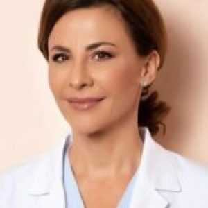 """Dr. Adina Alberts a pornit o petiție. """"Vrem să călătorim fără pașaport de vaccinare"""""""