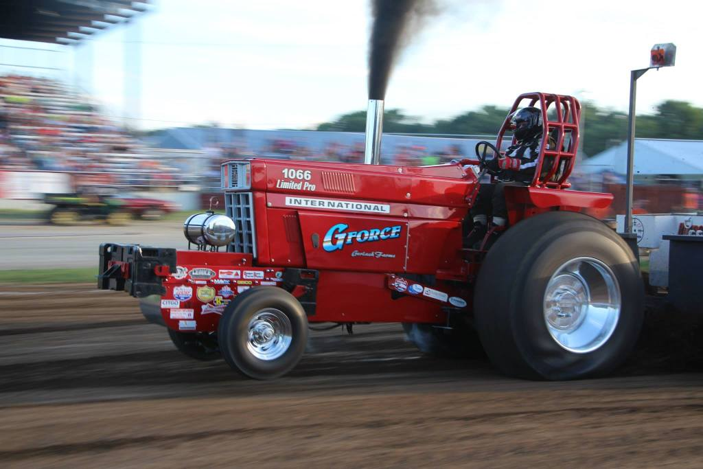 Badger State Tractor Pull International Harvester IH Wisconsin