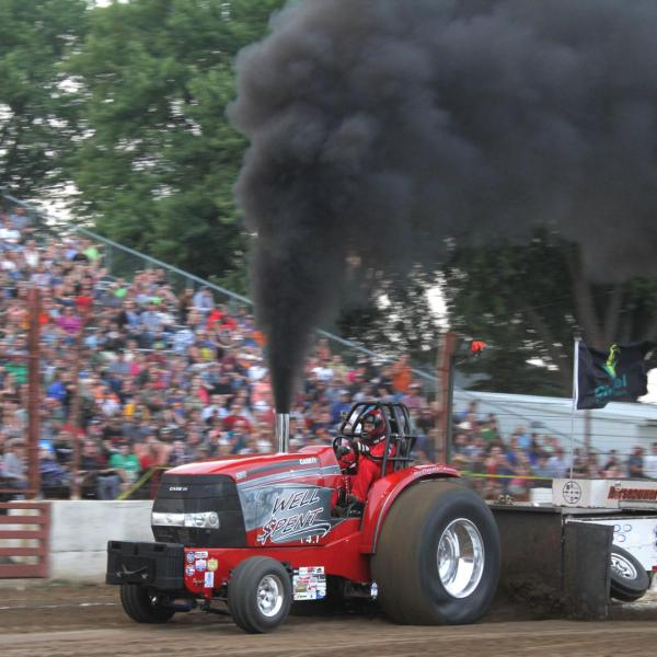 Badger State Tractor Pull kicks-off Free Evening Entertainment