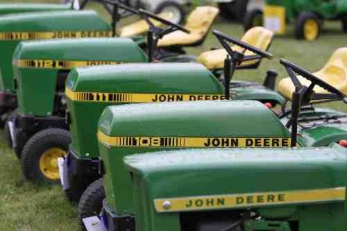 John Deere Lawn and Garden Tractor Collectors