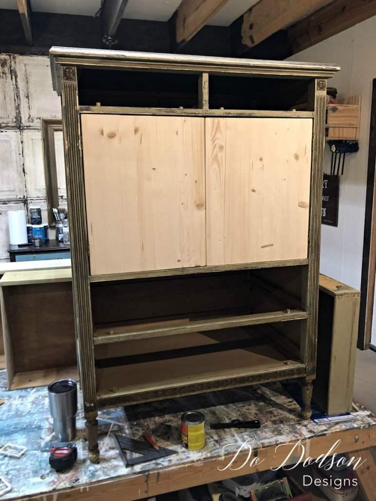 How to replacing broken cabinet doors on second hand furniture. #dododsondesigns #furniturerepair #paintedfurniture #secondhandfurniture #rustpatina