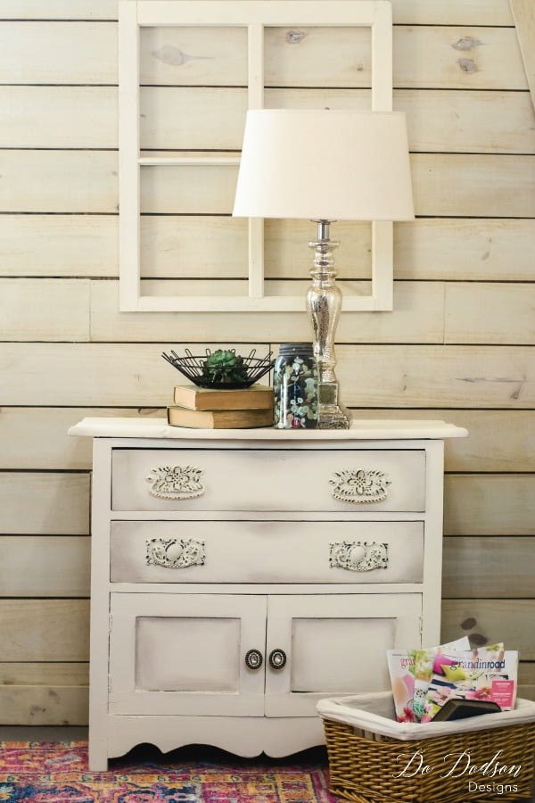 Ideas To Spark Your Next Farmhouse Glam Makeover #dododsondesigns #farmhouseglam #farmhousemakeover #paintedfurniture