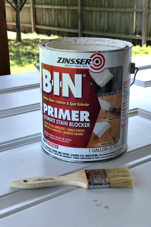 Before painted the patina finish on my metal exterior door, I used BIN primer to protect the metal from the rust activator. #dododsondesigns #patinafinish #patina