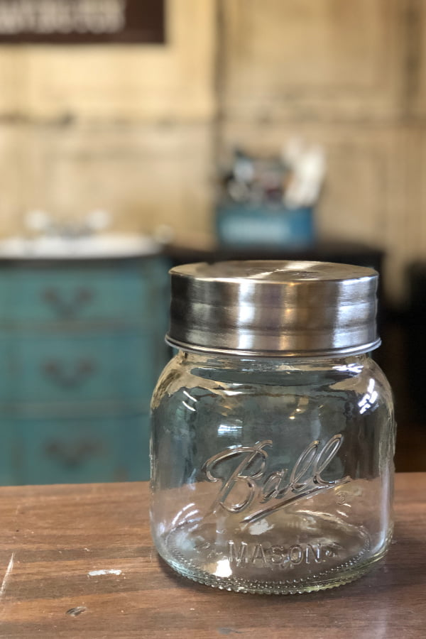 I painted a buffalo plaid design on a mason jar and it's so stinking cute!