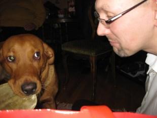 Husse trodde han skulle få smaka på min tuggis! Kunde han fetglömma!