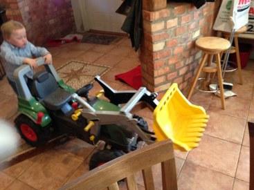 William gillar, förlåt, ÄLSKAR traktorer, i alla storlekar.