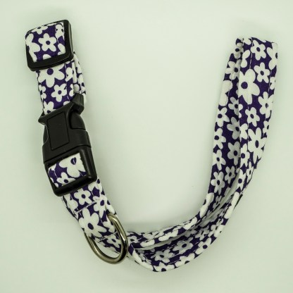 Wagytail White Flowers on Purple Collar
