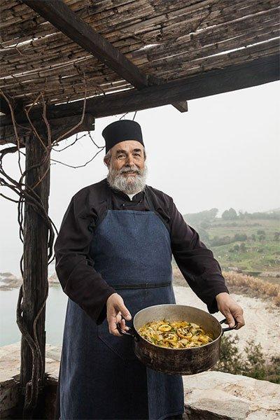 Επιφάνιος: Η ιστορία του αγιορείτη μοναχού στον οποίο υποκλίθηκαν διάσημοι  Σεφ | Dogma