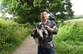 Rescue Dog Meets Heartthrob Duncan James to Launch Campaign Searching for Britain's Best Dog Walk 3