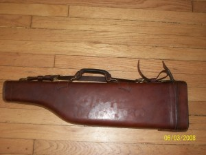 V.L. & A SPORTING GOODS, CHICAGO, ILL. Leather Leg O'Mutton Shotgun Case