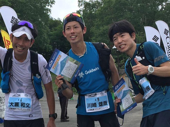 志賀高原マウンテントレイルの男子トップ3、左から3位の大瀬和文、1位の川崎雄哉、2位の牛田美樹。Photo by © 計測工房