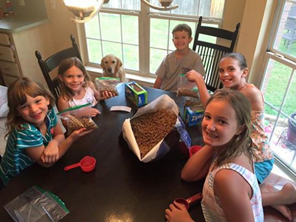 Phoebe and friends getting her food ready for the trip. (Photo via Facebook)