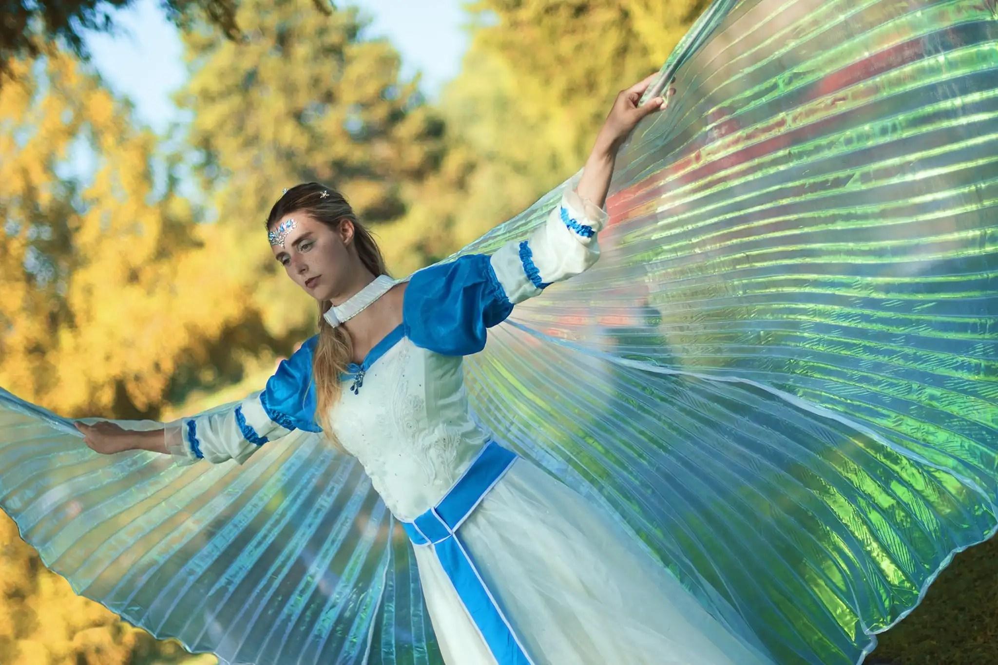 Un elegante costume alato e dallo stile fiabesco!