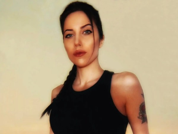 La cosplayer Roberta Rory Pattaro è Lara Croft in versione Angelina Jolie!