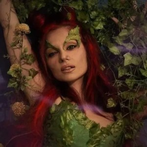 L'affascinante e letale Poison Ivy è interpretata dalla cosplayer Bianca Giansante!