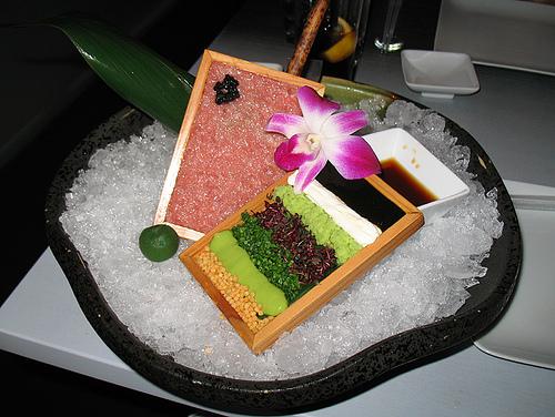 Gostosa servindo no restaurante cuzuda - 2 5