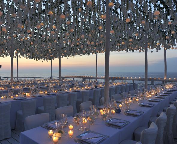 hanging-flowers-at-weddings