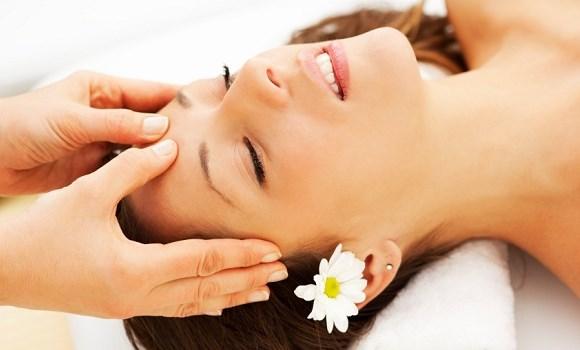 Melukakn pijatan pada bagian kepala dapat mengurangi sakit kepala