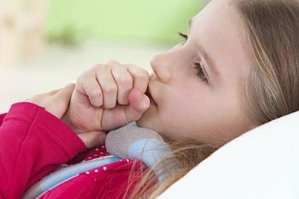 Behandling av langvarig hoste i et barn