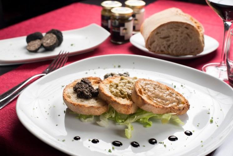 Serviervorschlag Bruschetta mit Trüffelcreme